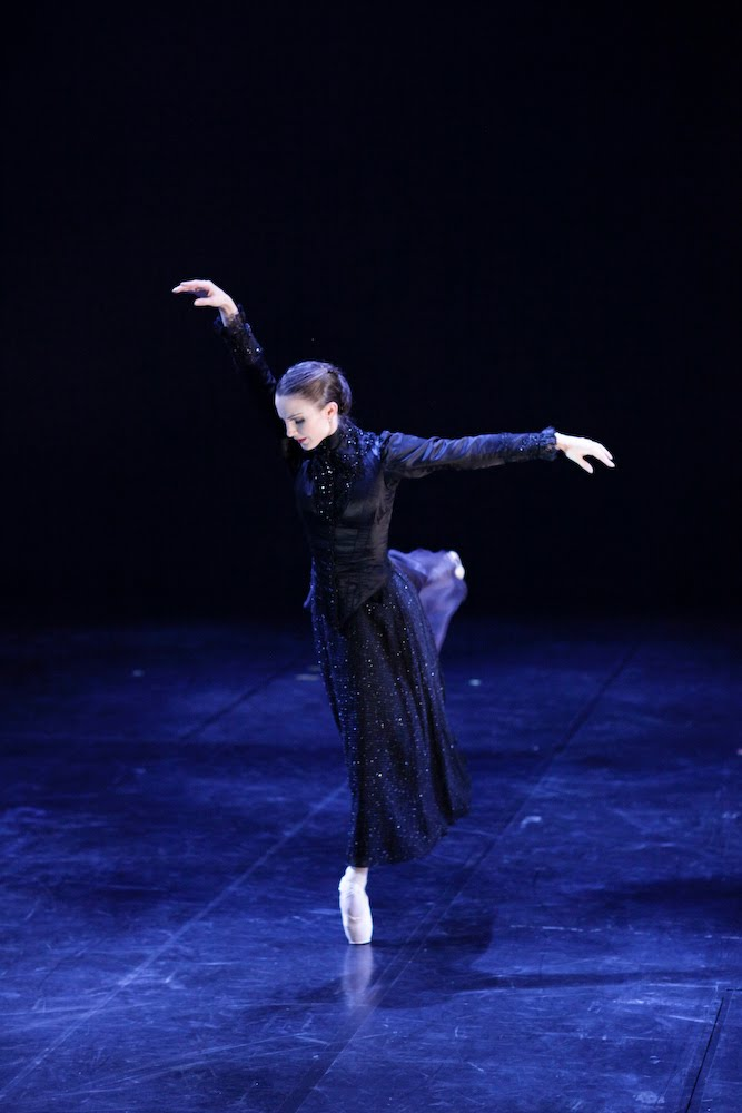 Hannah Bateman in Dracula, Photograph :  Yumiko Little