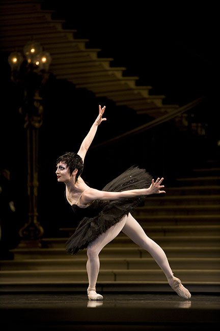 Tomasson Swan Lake, photo © Erik Tomasson