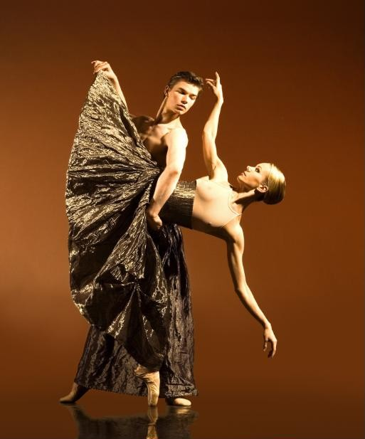 Eve Musto and Gregory Dean in Krzysztof Pastor's In Light and Shadow, Photograph : Merlin Hendy