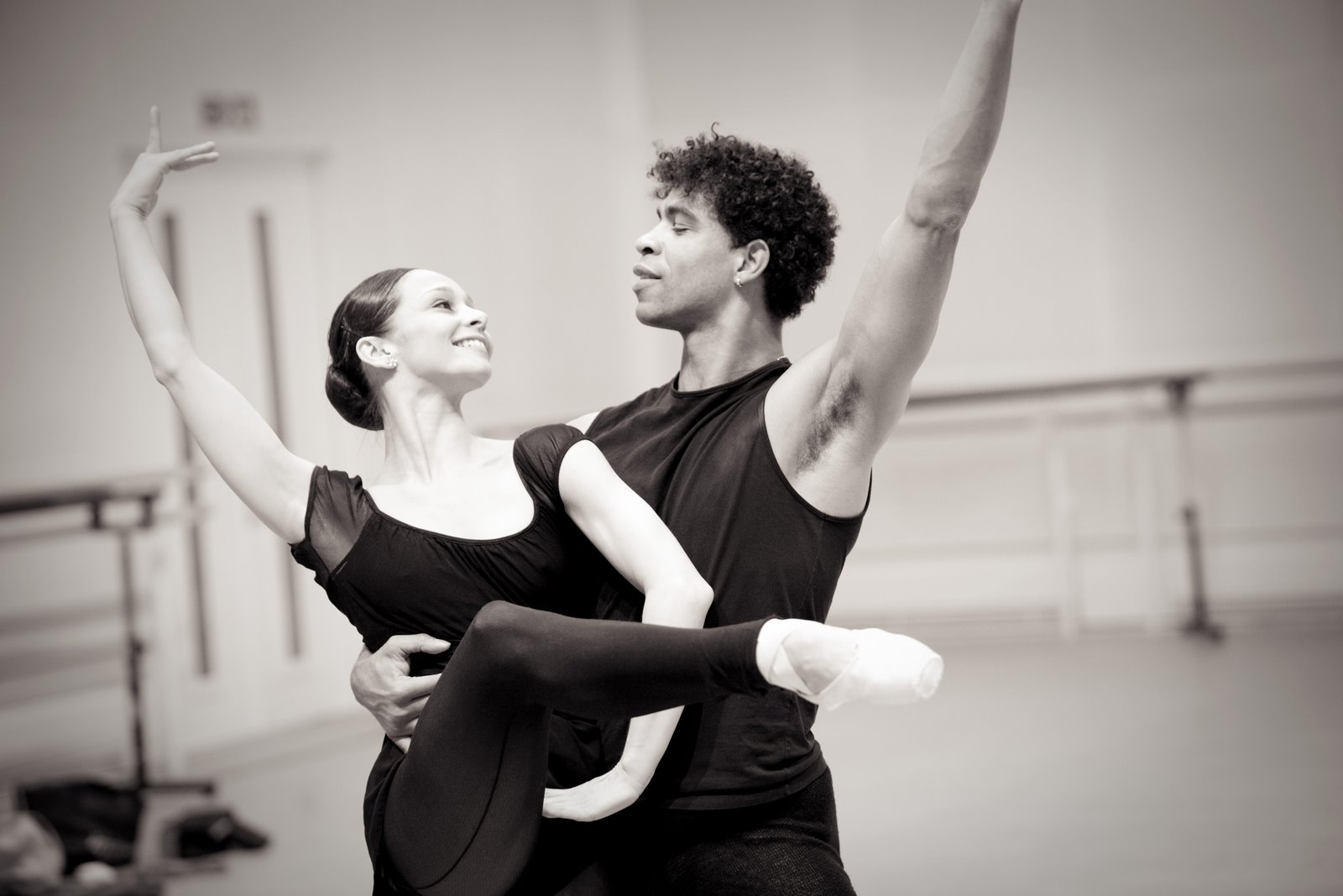 Carlos Acosta and dancer in pas de deux