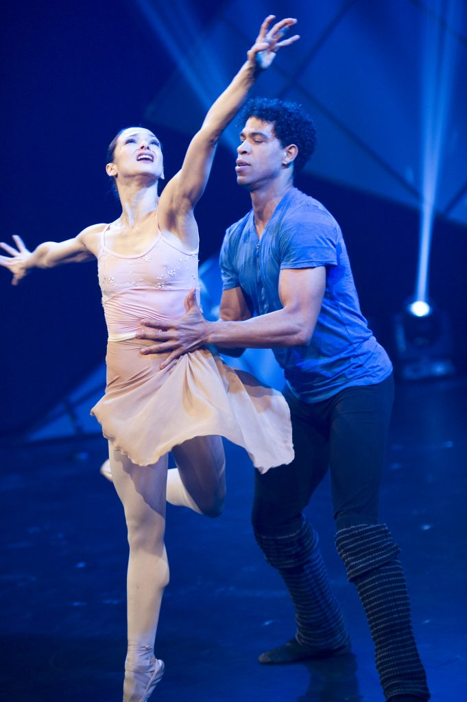 Carlos Acosta and Roberta Marquez dancing