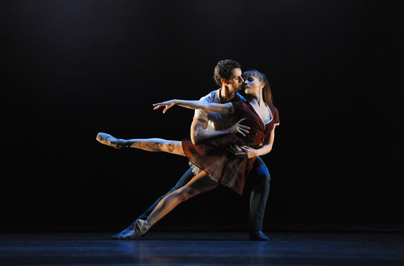 Jenna Roberts and Iain Mackay in 'Two Step'; photo: Roy Smiljanic