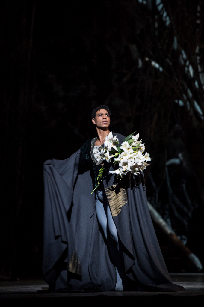 Carlos Acosta as Albrecht. © ROH / Bill Cooper 2013