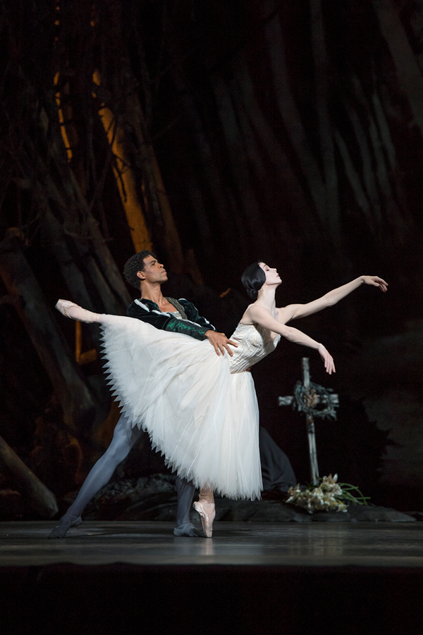 Natalia Osipova as Giselle, Carlos Acosta as Albrecht. © ROH / Bill Cooper 2013